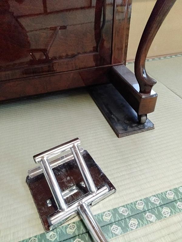畳部屋でのピアノ移動